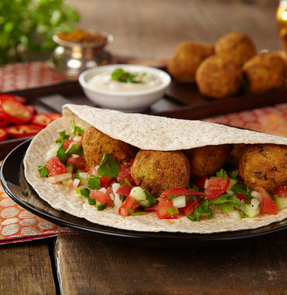Indian Falafel Chapatti with Onion & Tomato Salad Served with Mint Yogurt