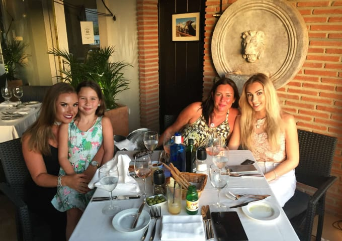 Amy, her Mum, and her sisters enjoying dinner together.