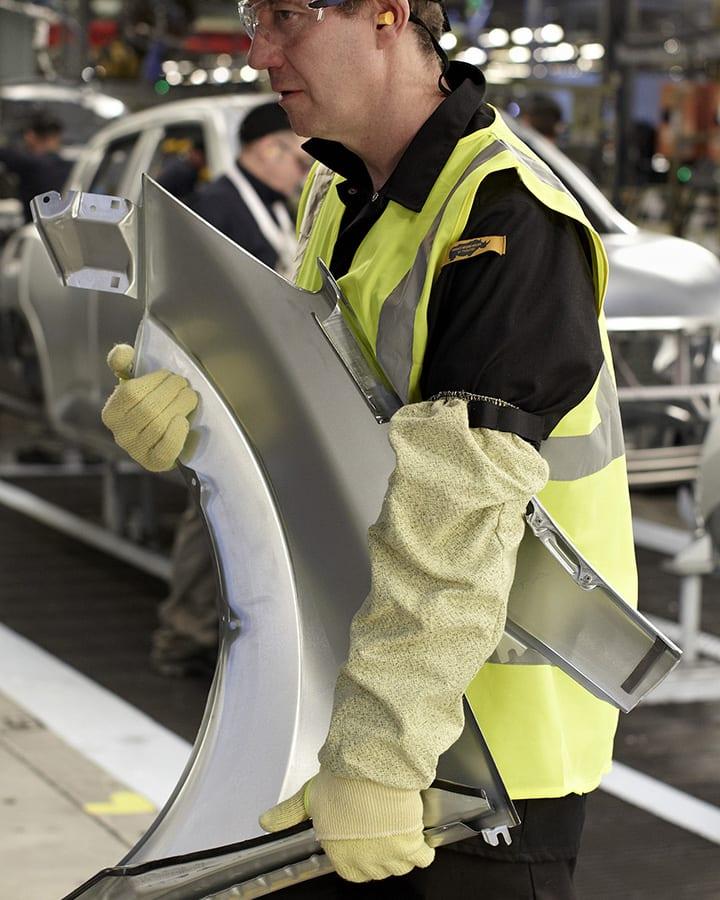 84-3420 cut resistant level E heat protection sleeve situ shot