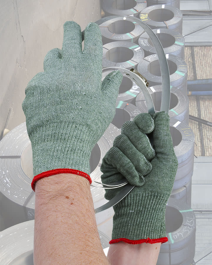 33-5620 medium duty cut resistant liner glove situ shot